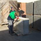 Bauinnung Nördlingen: Der Sockel wird bearbeitet