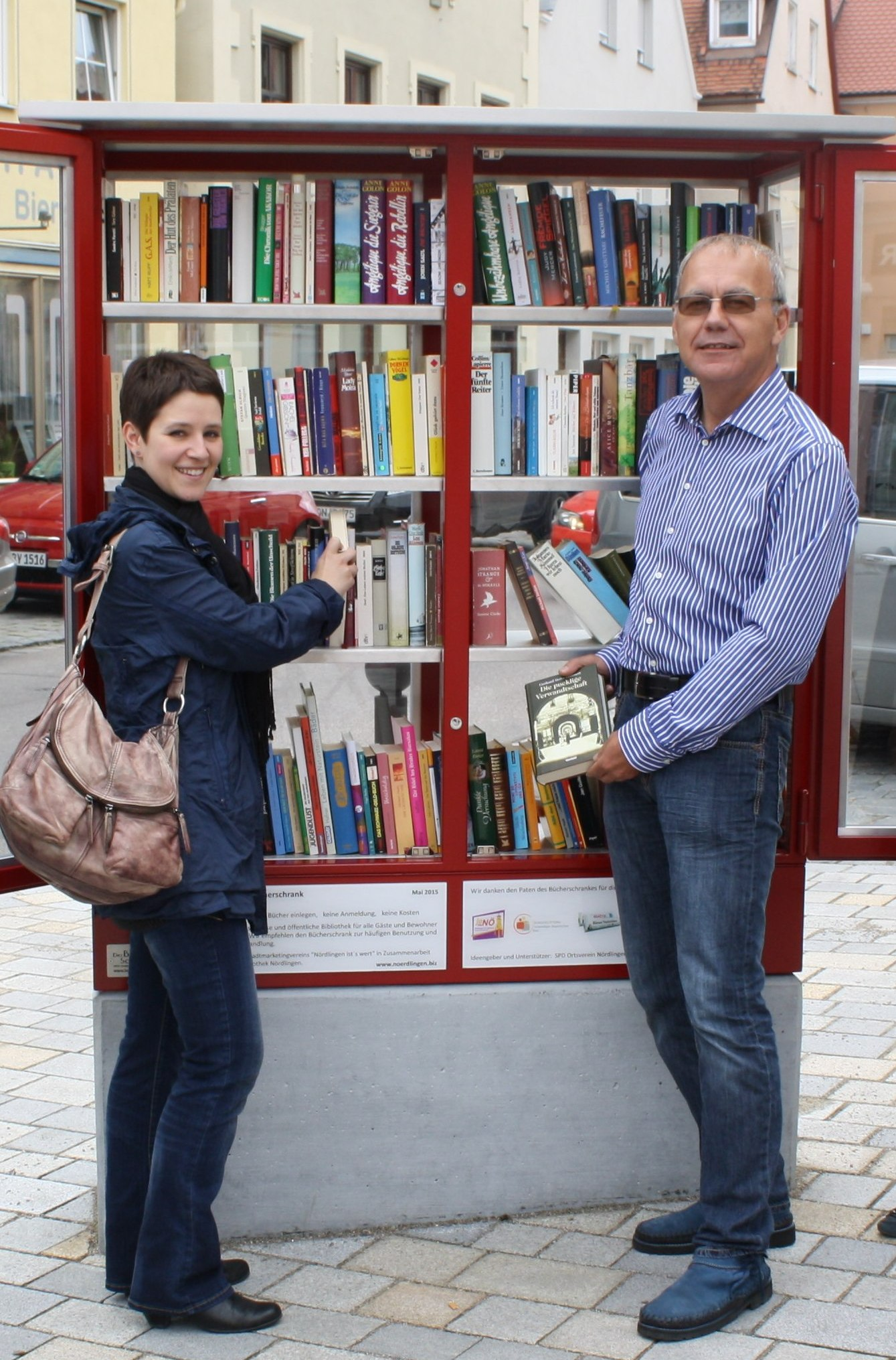 Kathrin und Karl -- Buecherschrank_Juni2015